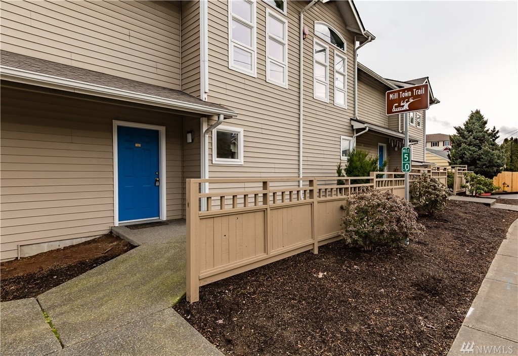 Photo of home for sale at 901 E Marine View Dr, Everett WA