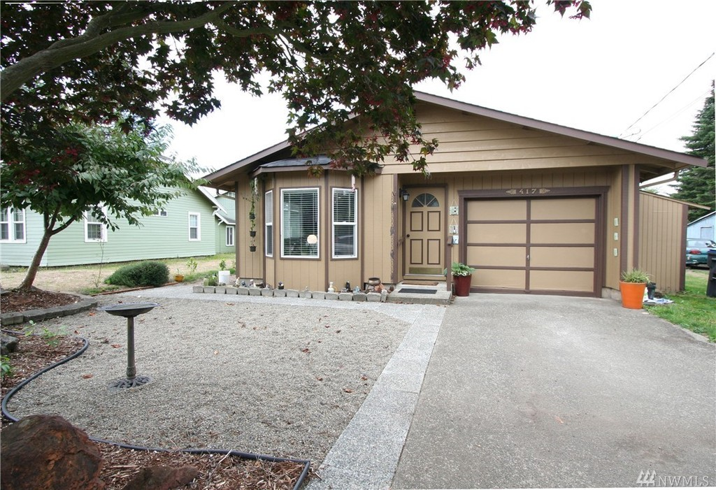 Photo of home for sale at St, Elma WA
