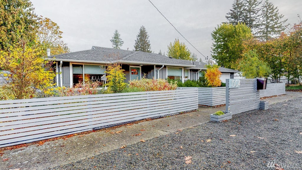 Photo of home for sale at 1504 Leavenworth Ave Ne, Olympia WA