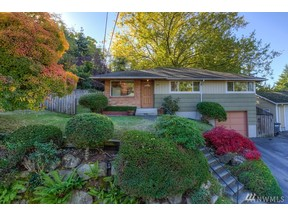 Property for sale at 2711 SW 112Th St, Seattle,  WA 98146